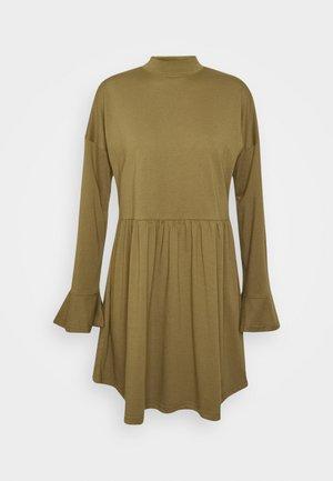 HIGH NECK FRILL SMOCK DRESS - Sukienka z dżerseju - khaki