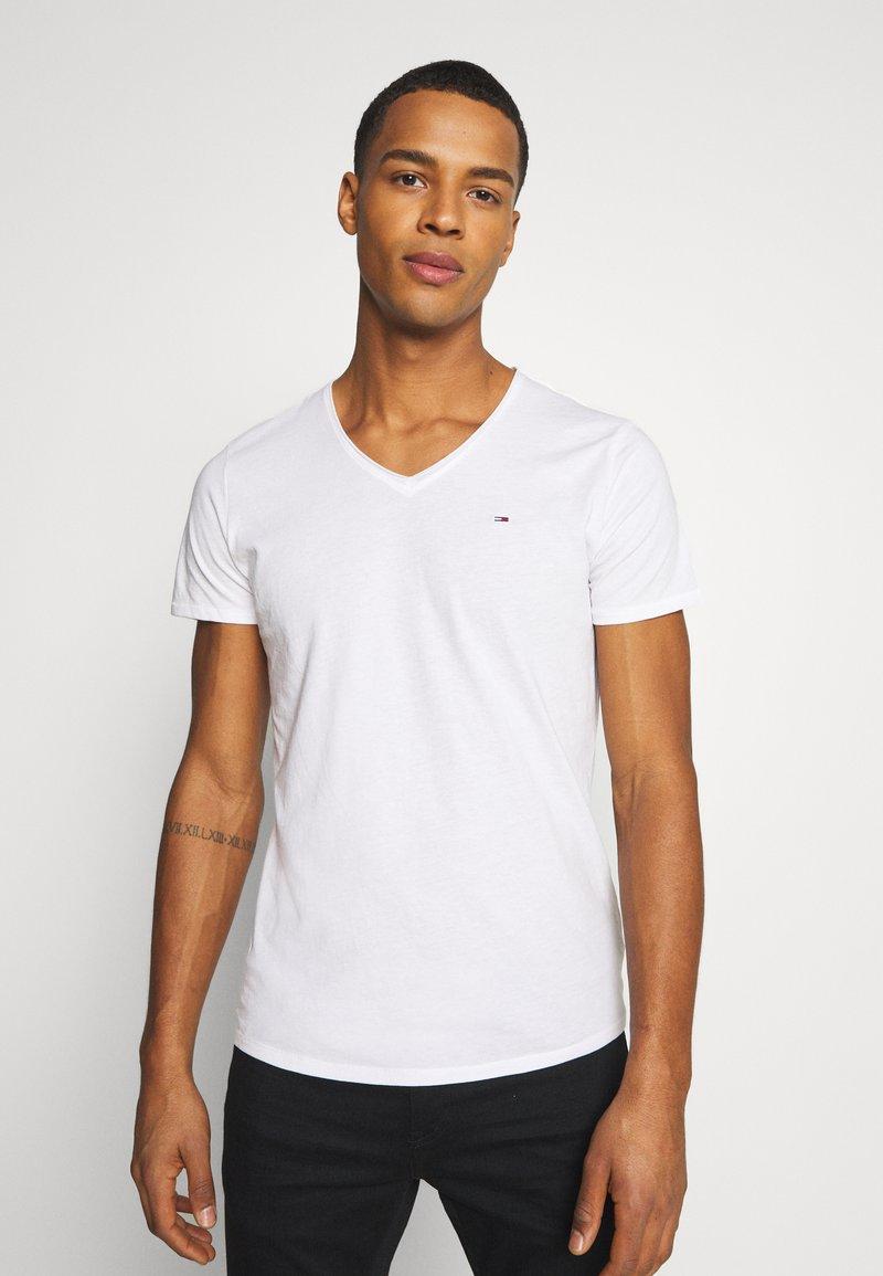 Tommy Jeans - SLIM JASPE V NECK - Jednoduché triko - white
