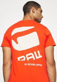 G-Star - BIG LOGO BACK  - T-shirt print - bright acid - 6