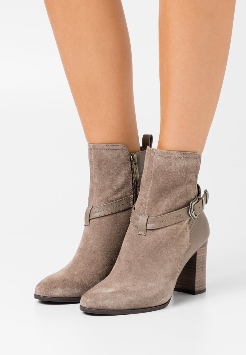 Tamaris - BOOTS - Stiefelette - taupe