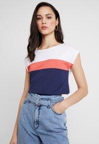 Even&Odd - Print T-shirt - red/dark blue - 0