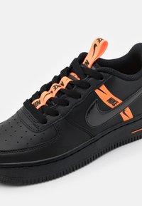 Nike Sportswear - AIR FORCE 1 - Trainers - black/total orange - 5