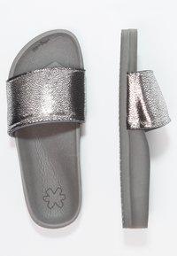 flip*flop - POOL METALLIC CRACKED - Mules - steel - 2