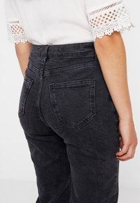 New Look Petite - STRAIGHT CROP HARLOW - Jeans Straight Leg - black - 3