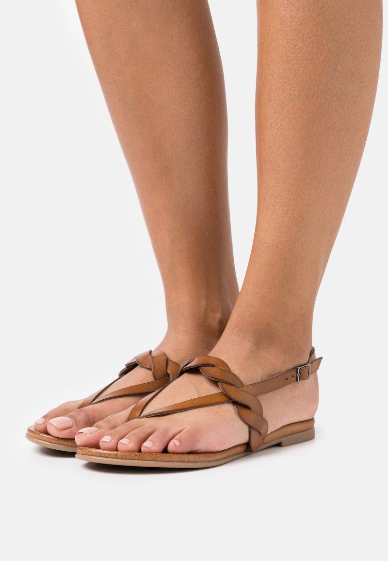 Anna Field - LEATHER - Sandály s odděleným palcem - brown
