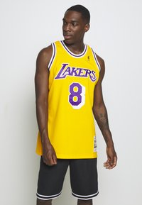 Mitchell & Ness - NBA KOBE BRYANT LA LAKERS 96-97 SWINGMAN - Club wear - light gold - 0