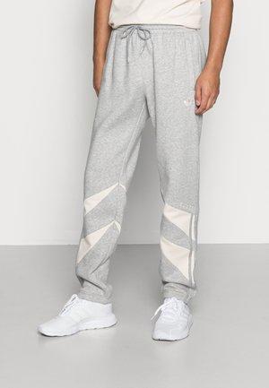 SHARK PANTS - Joggebukse - medium grey heather  white
