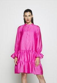 Cras - SELMACRAS DRESS - Sukienka letnia - magenta - 0