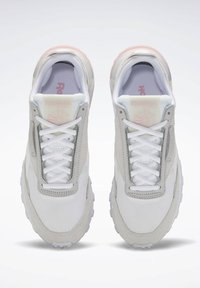 Reebok Classic - CLASSIC LEATHER LEGACY SHOES - Baskets basses - white - 1
