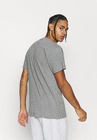 Mitchell & Ness - NBA LAST DANCE CHICAGO BULLS WINDY CITY TEE - Klubbkläder - grey - 2