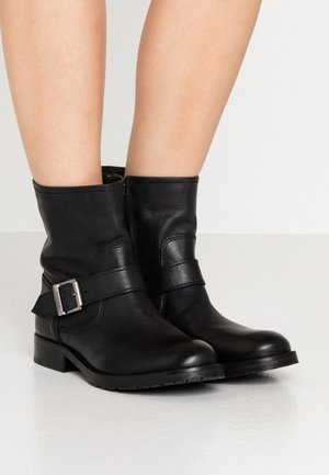 BAJA - Cowboy/biker ankle boot - black