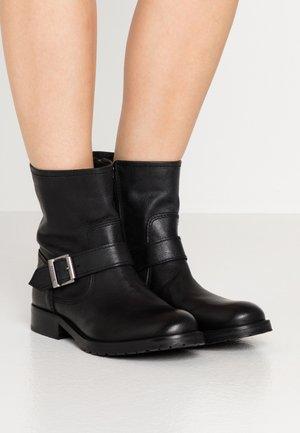 BAJA - Kovbojské/motorkářské boty - black