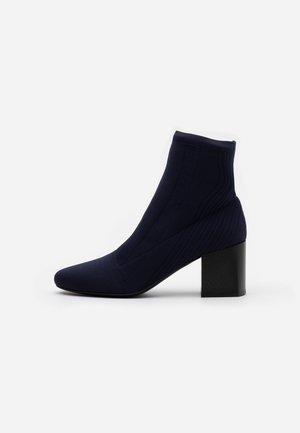 ANGIZIA - Kotníková obuv - blu marino