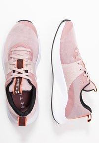 Under Armour - CHARGED AURORA - Chaussures d'entraînement et de fitness - dash pink/white/beta - 1