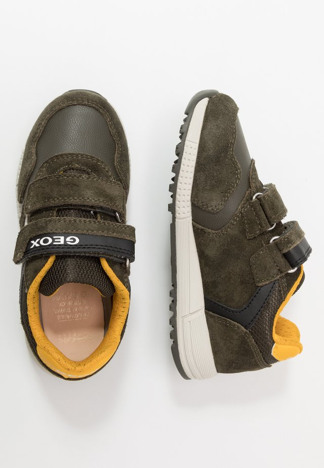 ALBEN BOY - Zapatillas - military/yellow