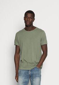 Selected Homme - SLHMORGAN O-NECK TEE - Basic T-shirt - sea spray - 0