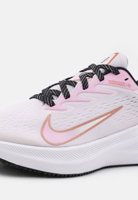 Nike Performance - ZOOM WINFLO  - Zapatillas de running neutras - light violet/matallic copper/light arctic pink/black - 5