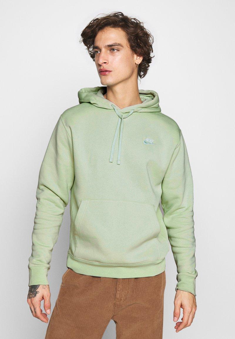Nike Sportswear - CLUB HOODIE - Luvtröja - pistachio frost