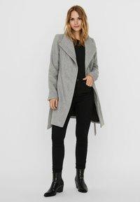 Vero Moda - Trenchcoat - light grey melange - 1