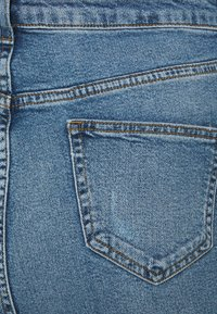 New Look Curves - RIPPED MOM HUFFLEPUFF - Slim fit jeans - mid blue - 3