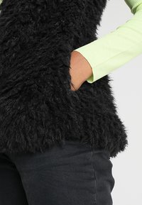 ICHI - TITO - Veste sans manches - black - 5