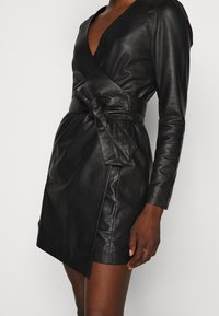 2nd Day - ELECTRA - Pouzdrové šaty - black - 6