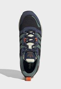 adidas Originals - ZX - Sneakers laag - core black tech emerald collegiate navy - 1