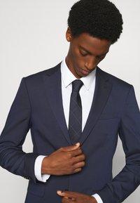 Calvin Klein - LARGE NETTED GRID TIE - Tie - navy - 0