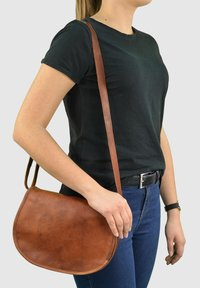 Gusti Leder - Across body bag - brown - 0