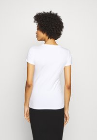 Guess - LORY TEE - Camiseta estampada - blanc pur - 2