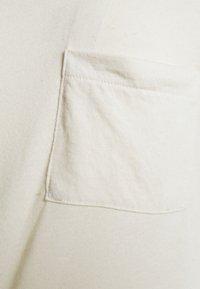 Vero Moda - VMGAJADIANA - Camiseta básica - birch - 2