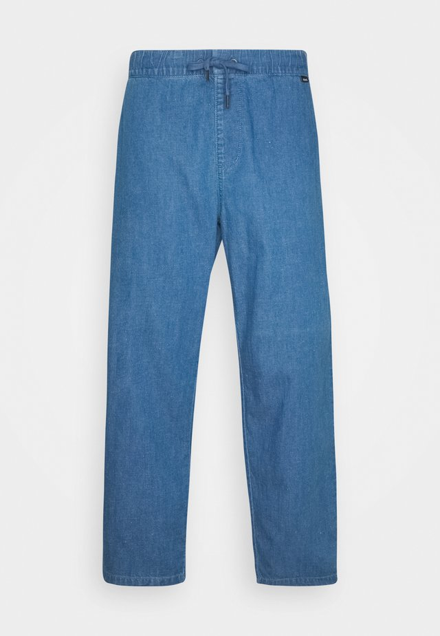 COUCH SURFER PANT - Bukser - washed indigo