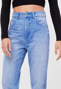 Bershka - MIT UMSCHLAG  - Jeans baggy - light blue - 3