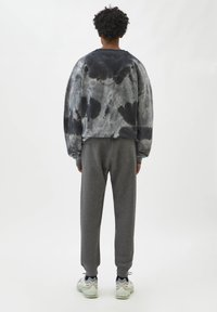 PULL&BEAR - Träningsbyxor - mottled grey - 2