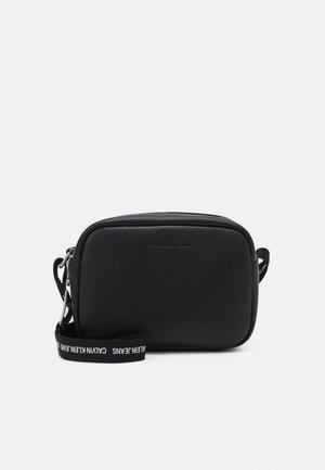 DOUBLE ZIP CAMERA BAG - Bandolera - black