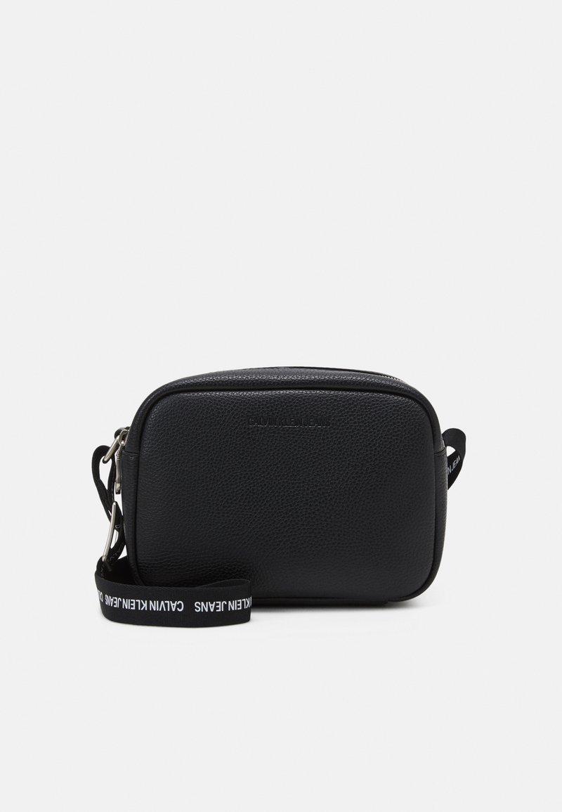 Calvin Klein Jeans - DOUBLE ZIP CAMERA BAG - Olkalaukku - black