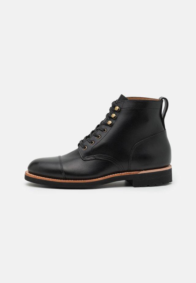 KENTON CAP TOE BOOT - Veterboots - black