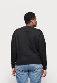 Calvin Klein Jeans Plus - MONOGRAM CREW NECK - Sweatshirt - black - 2