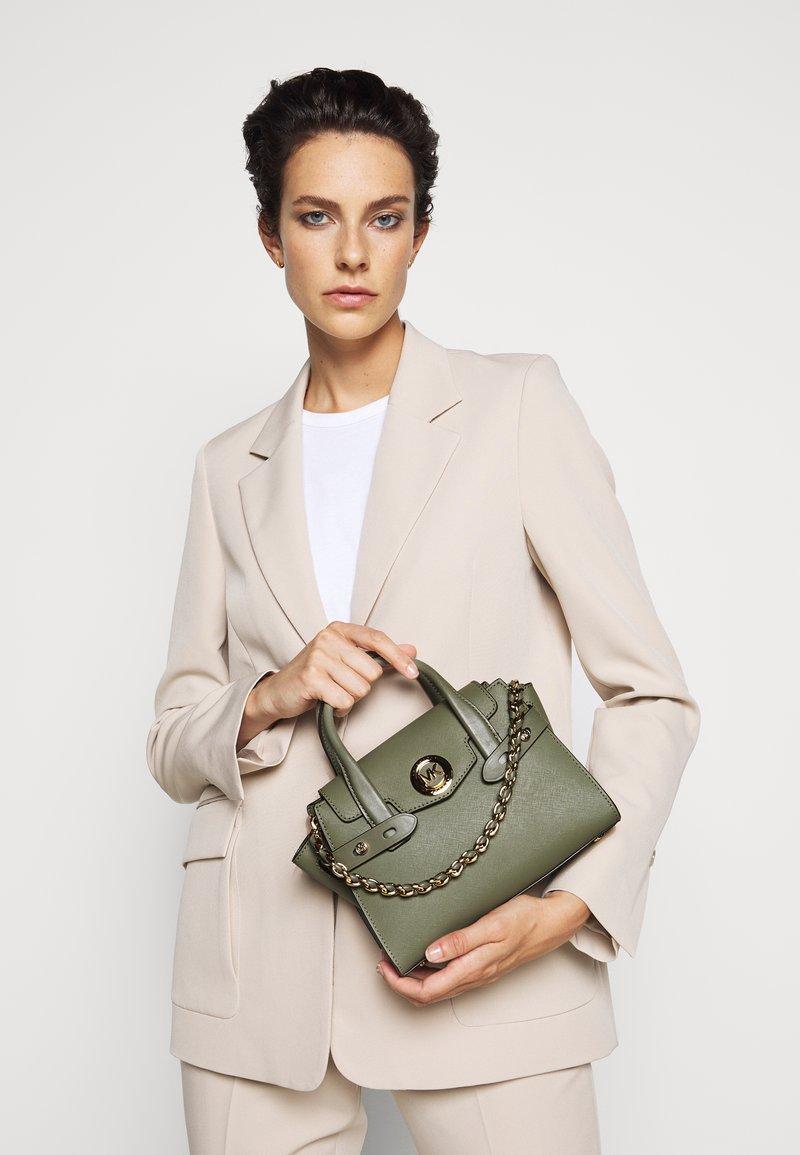 MICHAEL Michael Kors - CARMENXS FLAP - Handbag - army green