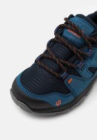 Jack Wolfskin - MTN ATTACK 3 TEXAPORE LOW UNISEX - Hiking shoes - dark blue/orange - 5