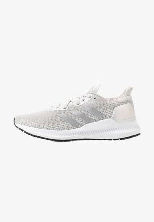 SOLAR BLAZE - Chaussures de running neutres - grey one/silver metallic/core black