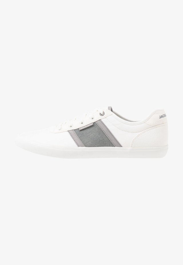 JFWLOGAN POP - Baskets basses - bright white