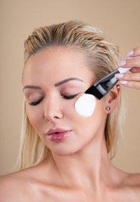 Luvia Cosmetics - MOISTURIZER BRUSH - Skincare tool - - - 5