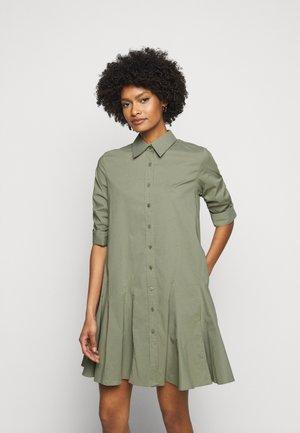 LIZA SUMMER DRESS - Košilové šaty - jungle