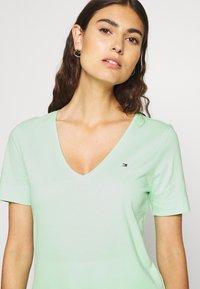 Tommy Hilfiger - CLASSIC  - Basic T-shirt - neo mint - 3