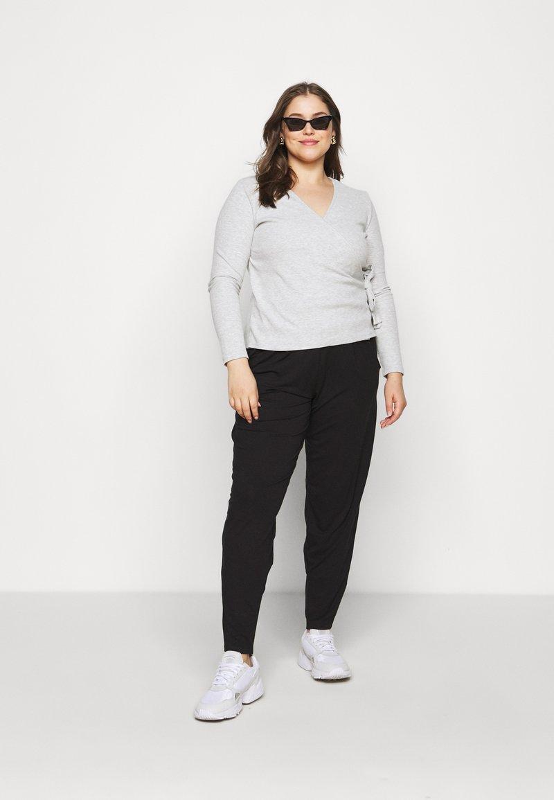 CAPSULE by Simply Be - TAPERED LEG TROUSERS 2 PACK  - Bukse - black/grey