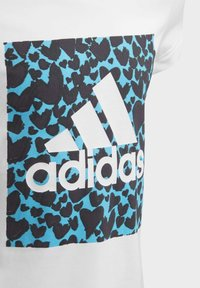 adidas Performance - AEROREADY LEO GRAPHIC T-SHIRT - Print T-shirt - white - 3