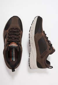 Skechers - OAK CANYON - Trainers - chocolate/black - 1