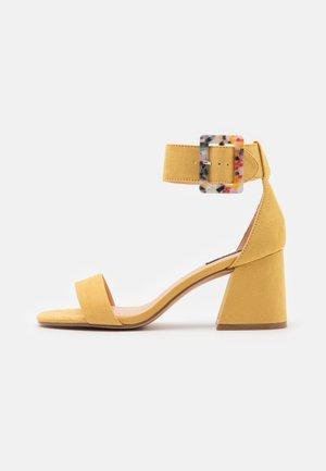 ONLHULA LIFE BUCKLE HEELED  - Sandales - yellow