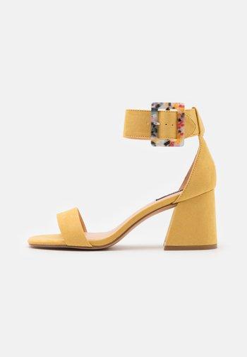 ONLHULA LIFE BUCKLE HEELED  - Sandals - yellow